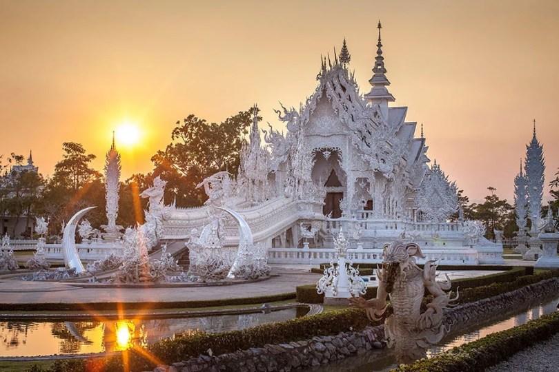 white temple wat rong khun buddhist thailand architecture 1 - Templo branco na Tailândia parece um conto de fadas