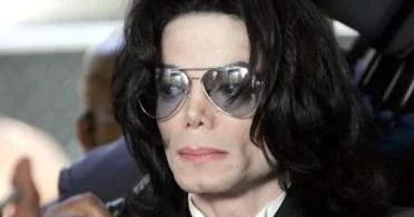 MICHAEL JACKSON TIMELINE  - O dia em que um impostor invadiu o funeral de Michael Jackson