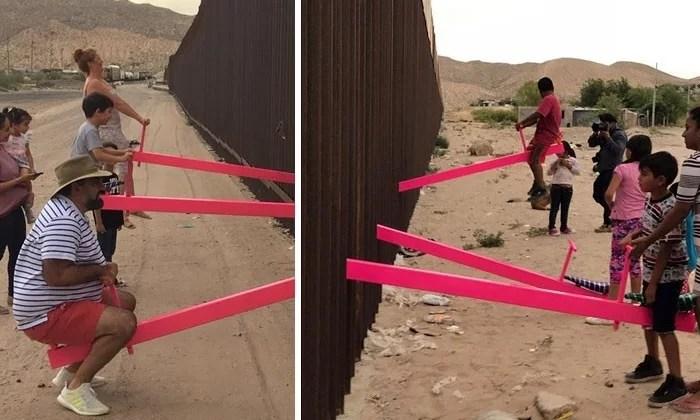 balanço entre eua mexico - Crianças dos EUA e do México brincam juntas em gangorras na fronteira