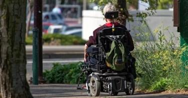 cadeira de rodas motorizada automatica - Protótipo de carro aquático é pego pela polícia por excesso de velocidade!