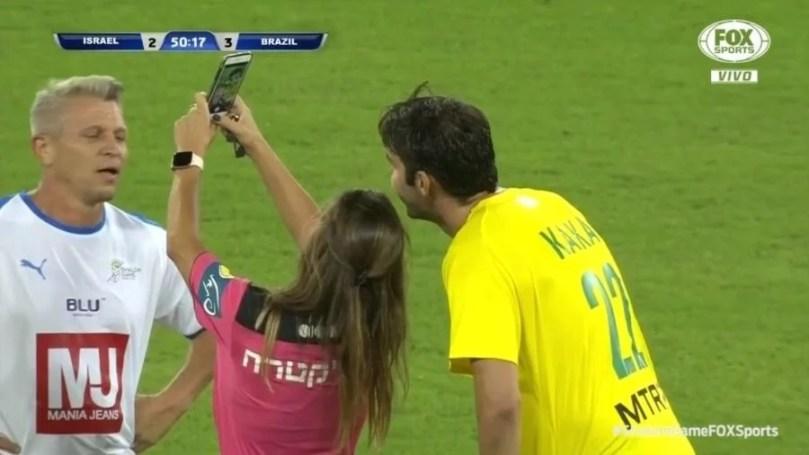 kaka tira selfie com arbitra durante amistoso de lendas entre brasil e israel 1572380572731 v2 900x506 - Melhores Momentos do jogo do Brasil (Stars) x Israel