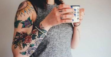 concurso mulhere tatuada sob cicatriz - Fotógrafo da Lituânia consegue trazer diversão durante a Quarentena