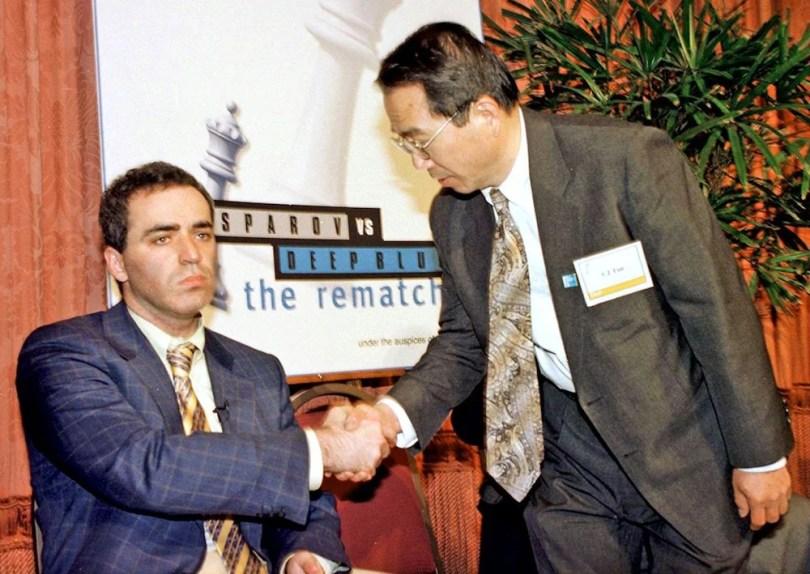O Gambito da Máquina O que aconteceu na partida da discórdia entre Kasporov e o computador8 - O Gambito da Máquina: O que aconteceu na partida do século entre Kasparov e o computador?