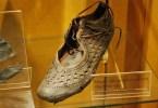 sapato antigo - 15 criações humanas antigas que resistiram ao tempo