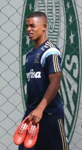 Gabriel Jesus é relacionado e pode estreiar como profissional (Foto: Cesar Greco/Ag Palmeiras/Divulgação)