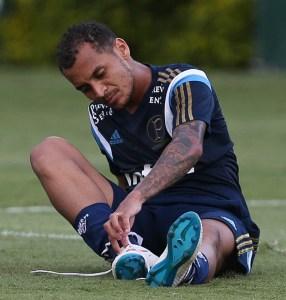 Alan Patrick realizou exames na segunda-feira e teve diagnosticado um estiramento muscular na coxa.  Créditos: Cesar Greco/Ag Palmeiras/Divulgação