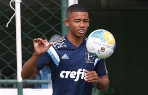 """Giacomini elogiou a capacidade de finalização do jogador e reforçou o fato de ter """"cabeça boa"""". (Foto: Cesar Greco/Ag Palmeiras/Divulgação)"""