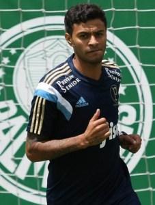 Cleiton Xavier treinando na Academia de Futebol.