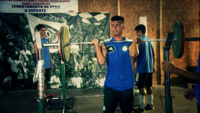 Jogadores do Sub-20 tem levantamento de peso como parte do treinamento. (Globosporte)