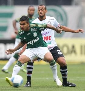 XV veio retrancado e dificultou o trabalho do nosso ataque, que pecava no último passe (Cesar Greco/Ag. Palmeiras/Divulgação)