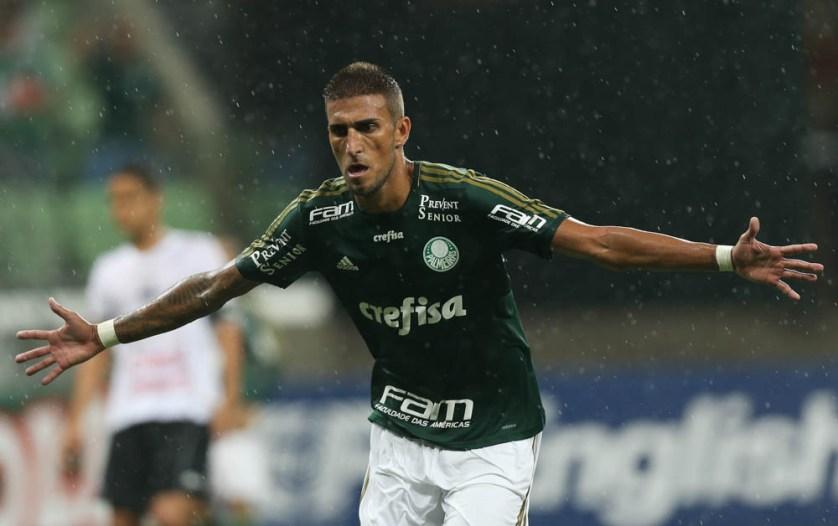 Rafael Marques comemora o primeiro gol do Palmeiras na vitória sobre o Bragantino. (Cesar Greco/Ag Palmeiras/Divulgação)