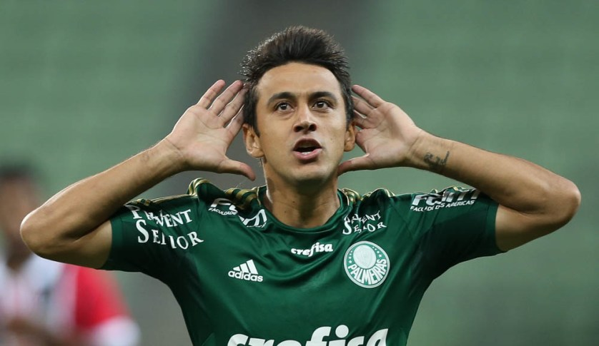 Robinho comemora depois de marcar gol de placa no clássico. (Cesar Greco/Ag. Palmeiras/Divulgação)