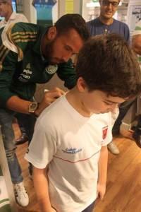 Desde sua chegada ao clube, o atacante tem recebido muito apoio dos torcedores, (Divulgação)