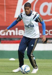 Leandro marcou o primeiro gol do time profissional nesta segunda, 22. (Cesar Greco/Ag. Palmeiras/Divulgação)
