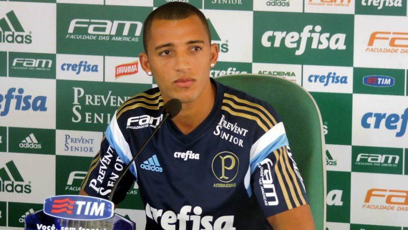 Vitor Hugo concedeu entrevista coletiva na Academia de Futebol na tarde desta terça (23). (Mídia Palmeirense)