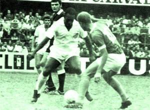 O Divino, Ademir da Guia, passa por Pelé, em confronto que marcou a história dos times nas décadas de 60 e 70.