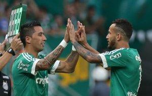 No segundo tempo, Lucas Barrios substituiu Leandro Pereira e fez sua estreia com a camisa do Verdão. (Cesar Greco/Ag. Palmeiras/Divulgação)