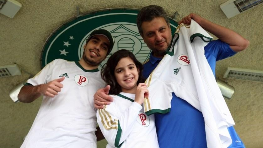 Os torcedores visitaram a Academia de Futebol e ganharam uma camisa oficial do time. (Fabio Menotti/Ag. Palmeiras/Divulgação)