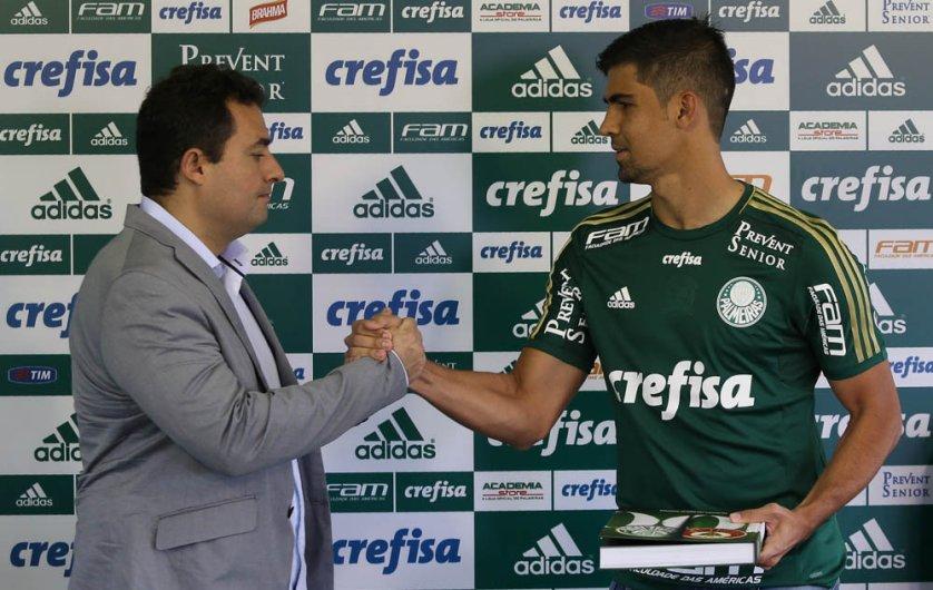Leandro Almeida recebeu a camisa 44 do Verdão. (Cesar Greco/Ag. Palmeiras/Divulgação)