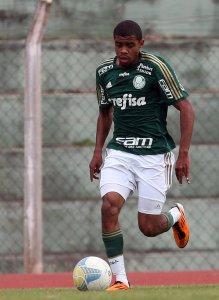 Taylor passou a jogar na lateral-direita por sugestão do técnico Marcos Valadares. (Fabio Menotti/Ag. Palmeiras/Divulgação)