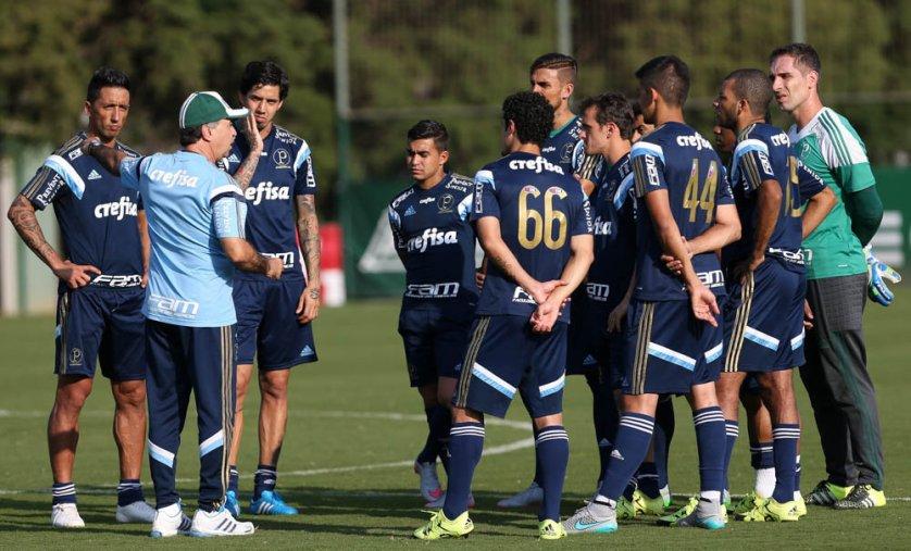 Treino desta quinta-feira (6) teve testes para escalação da equipe. (Cesar Greco/Ag.Palmeiras/Divulgação)