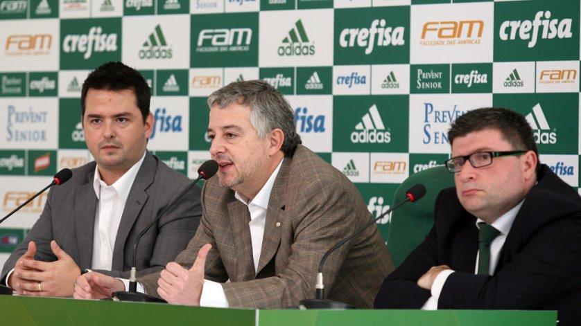 O presidente Paulo Nobre concedeu entrevista coletiva na Academia de Futebol junto com Luciano Paciello (à dir.), CFO (diretor financeiro) do clube. (Fabio Menotti/Ag. Palmeiras/Divulgação)