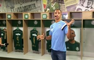 Vitor Hugo foi guia por um dia para família no Allianz Parque (Felipe Zito/Sportv)