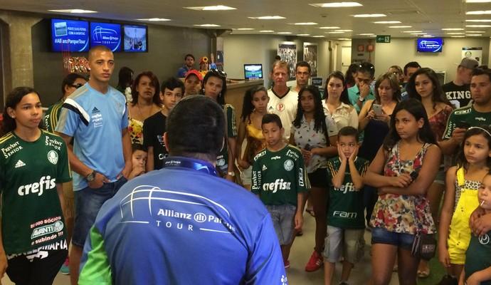 Zagueiro levou a família para visita guiada do Allianz Parque Tour (Felipe Zito/Sportv)