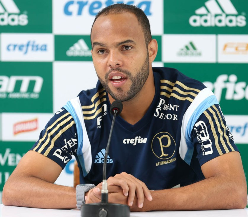 Alecsandro concedeu entrevista coletiva nesta segunda-feira (7). (Cesar Greco/Ag.Palmeiras/Divulgação)