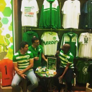 Amaral e Sérgio conversaram com torcedores e contaram histórias na Academia Store. (Divulgação)