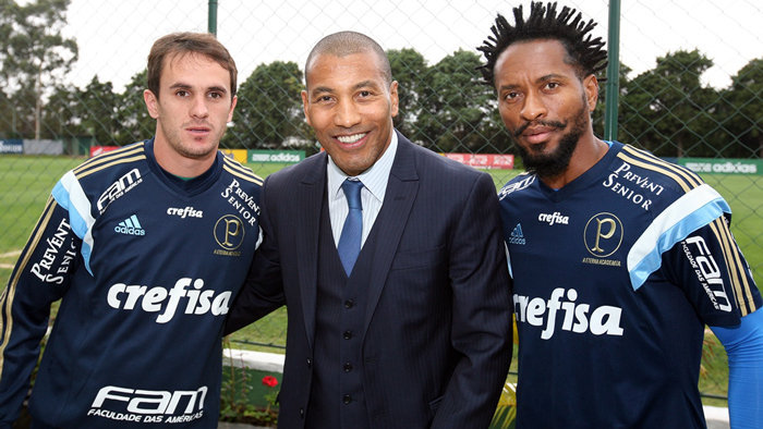 Mauro Silva visitou Academia de Futebol na tarde desta sexta (4). (Fabio Menotti/Ag.Palmeiras/Divulgação)