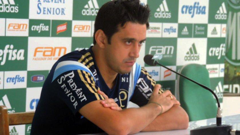 O meia Robinho concedeu entrevista coletiva na Academia de Futebol nesta segunda-feira (28). (Mídia Palmeirense)