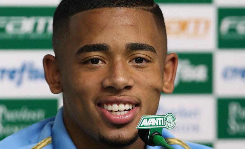 O atacante Gabriel Jesus concedeu entrevista coletiva na Academia de Futebol nesta terça-feira (20). (Cesar Greco/Ag. Palmeiras/Divulgação)