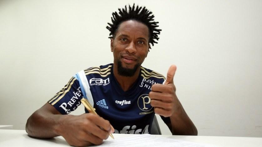 Zé assinou com o Verdão até o fim de 2016. (Fabio Menotti/Ag. Palmeiras/Divulgação)