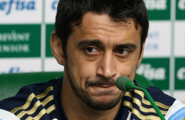 Meia Robinho concedeu entrevista coletiva na Academia de Futebol nesta quinta-feira (05). (Cesar Greco/Ag.Palmeiras/Divulgação)
