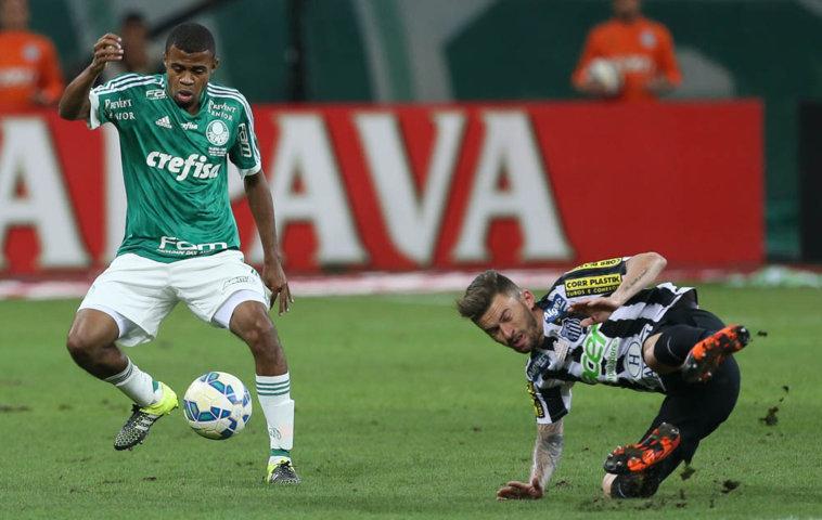 Com quatro jogos pelo profissional, Taylor não se assusta com a pressão: 'Estou vivendo a realização de um sonho'. (Cesar Greco/Ag. Palmeiras/Divulgação)