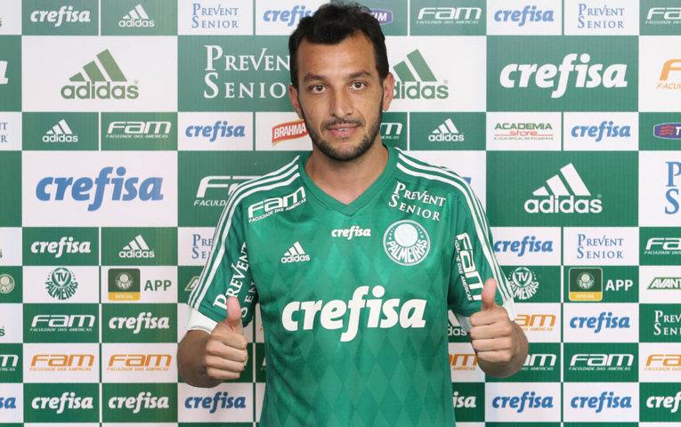 Novo zagueiro do Verdão, Edu Dracena usará a camisa 3. (Cesar Greco/Ag.Palmeiras/Divulgação)