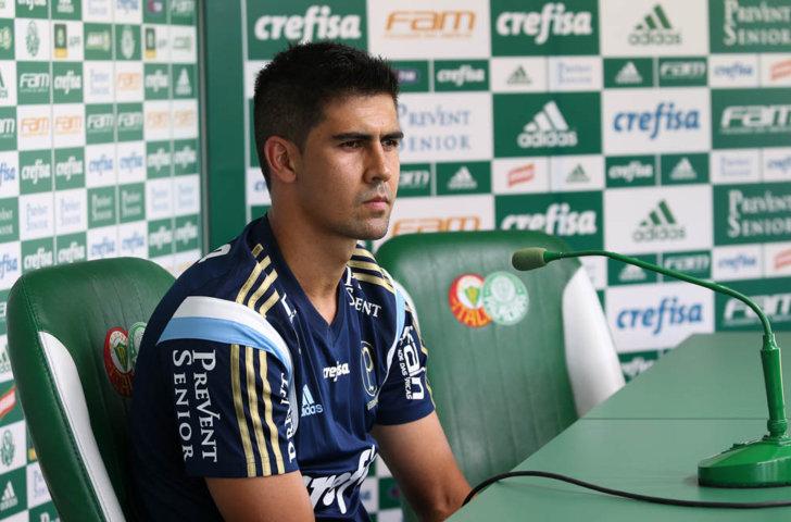 Zagueiro Leandro Almeida concedeu entrevista coletiva na Academia de Futebol nesta terça (26). (Cesar Greco/Ag.Palmeiras/Divulgação)