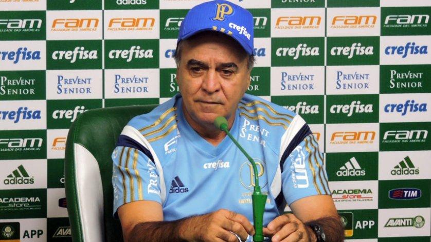 O técnico Marcelo Oliveira concedeu na Academia de Futebol na tarde desta segunda-feira (18). (Mídia Palmeirense)