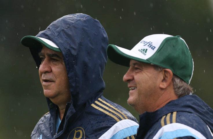 Debaixo de uma chuva fina, o elenco fez um trabalho físico de agilidade e velocidade. (Cesar Greco/Ag. Palmeiras/Divulgação)