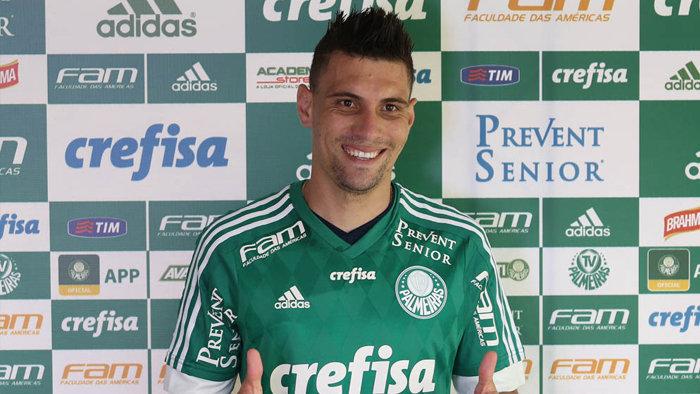 Apresentado nesta quarta-feira (13), o meia Moisés vestirá a camisa 28. (Cesar Greco/Ag. Palmeiras/Divulgação)