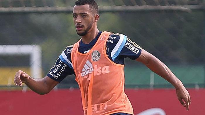 Zagueiro Vitor Hugo foi a grande novidade do treino nesta quinta-feira (28). (Cesar Greco/Ag.Palmeiras/Divulgação)