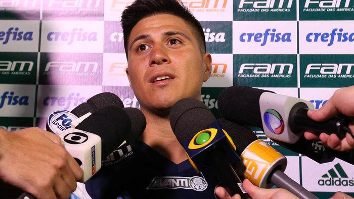 Cristaldo concedeu entrevista coletiva na Academia de Futebol nesta segunda (29). (Cesar Greco/Ag.Palmeiras/Divulgação)