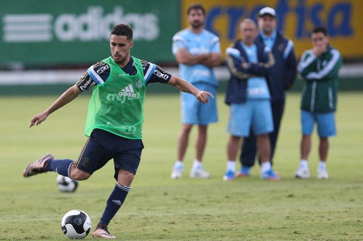 O volante Gabriel participou normalmente de todas as atividades do treino de hoje (02). (Cesar Greco/Ag. Palmeiras/Divulgação)