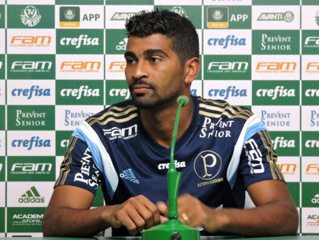 Thiago Santos concedeu entrevista coletiva na Academia de Futebol. (Mídia Palmeirense)