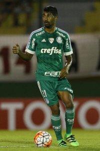 Thiago Santos ganhou oportunidade no time titular e fez boa partida no Uruguai. (Cesar Greco/Ag.Palmeiras/Divulgação)