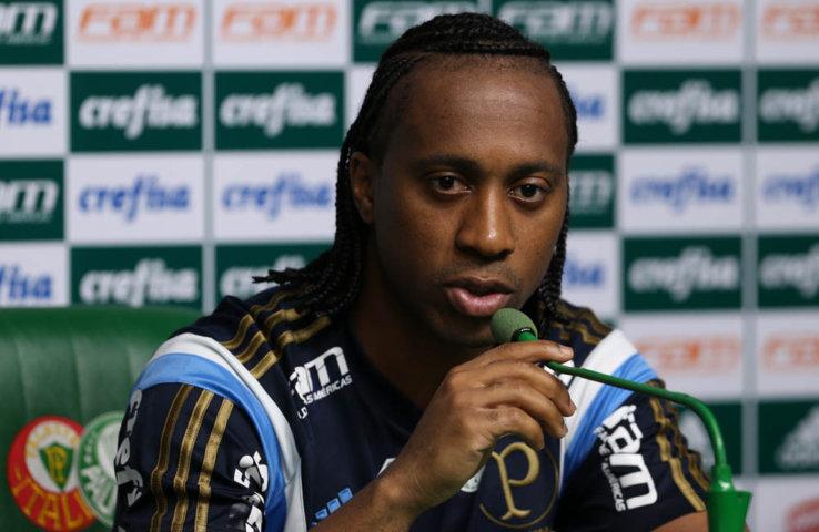 Arouca concedeu entrevista coletiva na Academia de Futebol nesta terça (22). (Cesar Greco/Ag.Palmeiras/Divulgação)