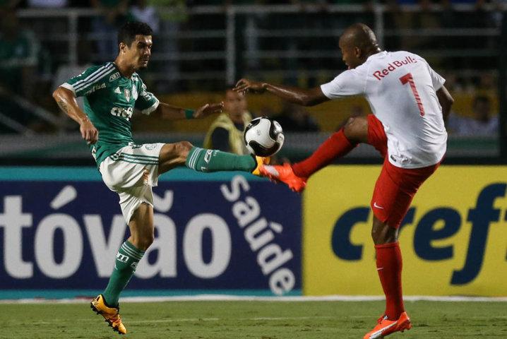 Edu Dracena foi titular da equipe palestrina nesta quinta-feira (24). (Cesar Greco/Ag.Palmeiras/Divulgação)