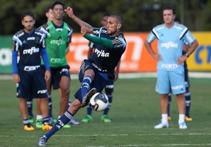Rafael Marques trabalhou em tempo integral nesta segunda (21). (Cesar Greco/Ag Palmeiras/Divulgação)