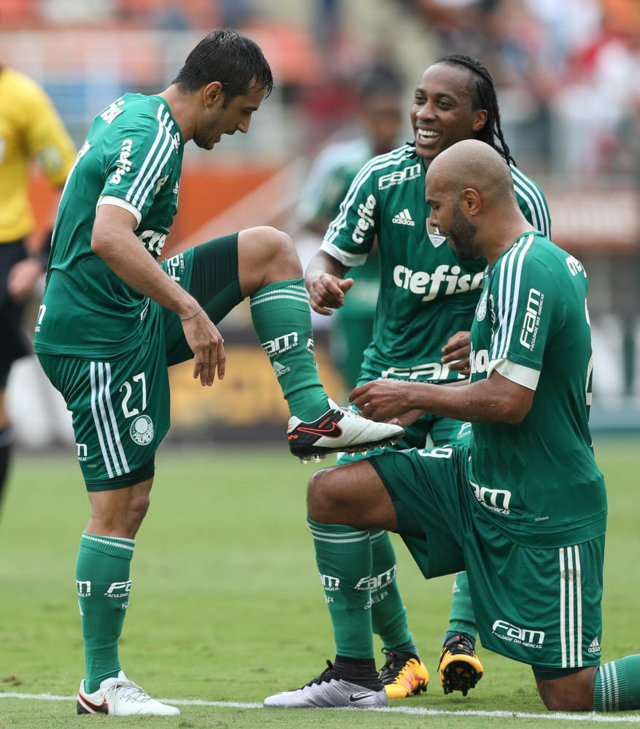 O meia Robinho marcou seu terceiro golaço contra o São Paulo. (Cesar Greco/Ag. Palmeiras/Divulgação)